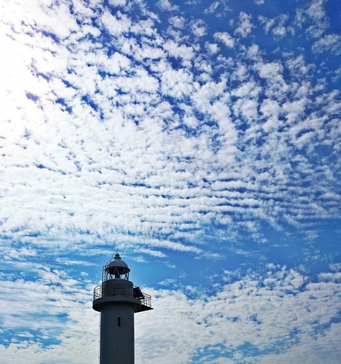 ムコイチ白灯台とうろこ雲