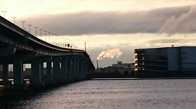 鳴尾浜の煙突