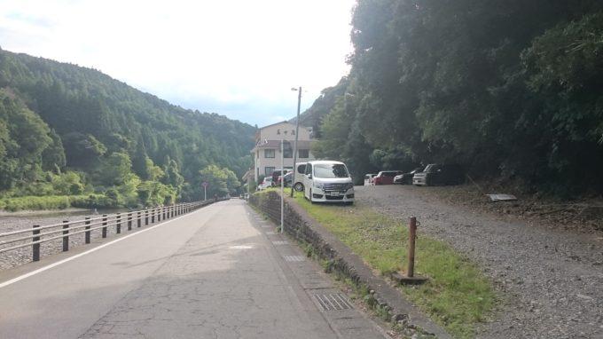 熊野本宮川湯温泉 200m程下流の無料駐車場