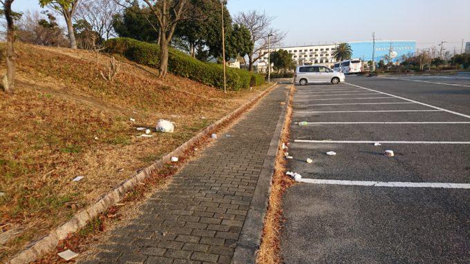舞洲緑地 駐車場のゴミ