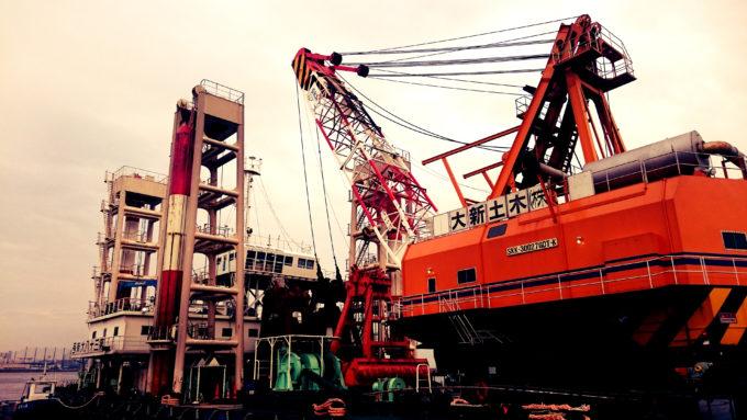 西宮ケーソン クレーン船