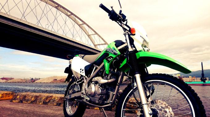 KLX125と西宮港大橋
