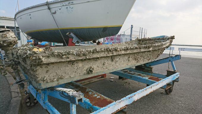 西宮ケーソン入り口に置かれた船