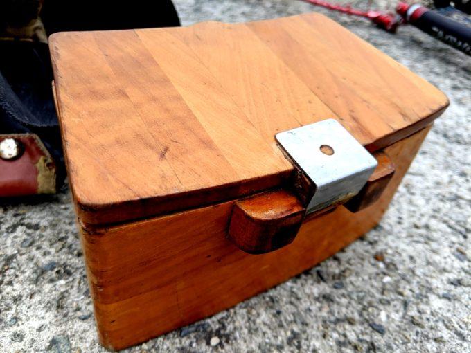 K氏の木製餌箱