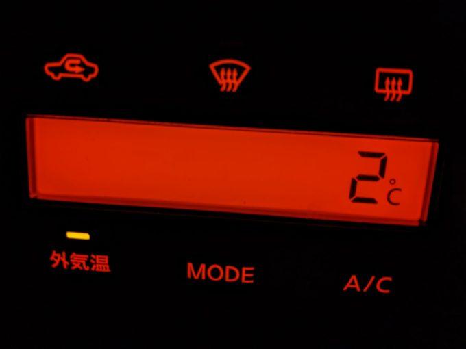 2℃ 車の外気温計