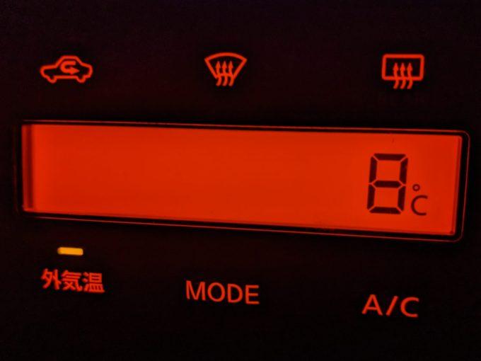 8℃ 車の外気温計